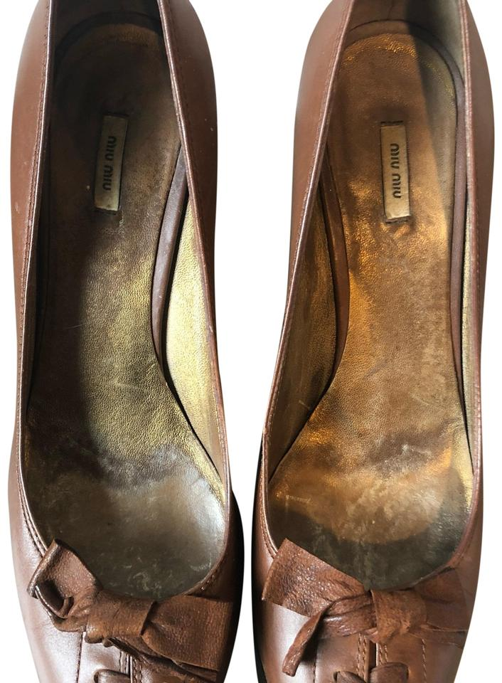 457792bc907d Miu Miu Brown Round with Bow Details Pumps Size EU 37.5 (Approx. US ...