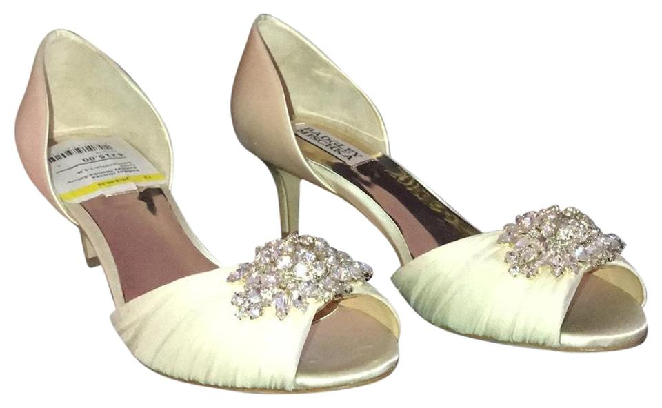 9b56a72e3f4 Badgley Mischka Ivory Sabine Formal Shoes Size US 7.5 Regular (M