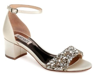 Badgley Mischka Chunky Heel Very Stylish Embellished Currently Trending Silver Formal