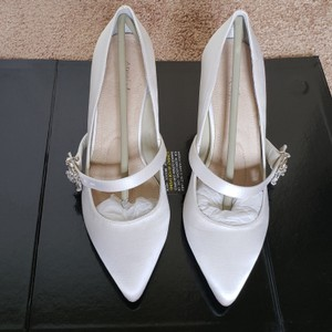 Angela Nuran White Pumps