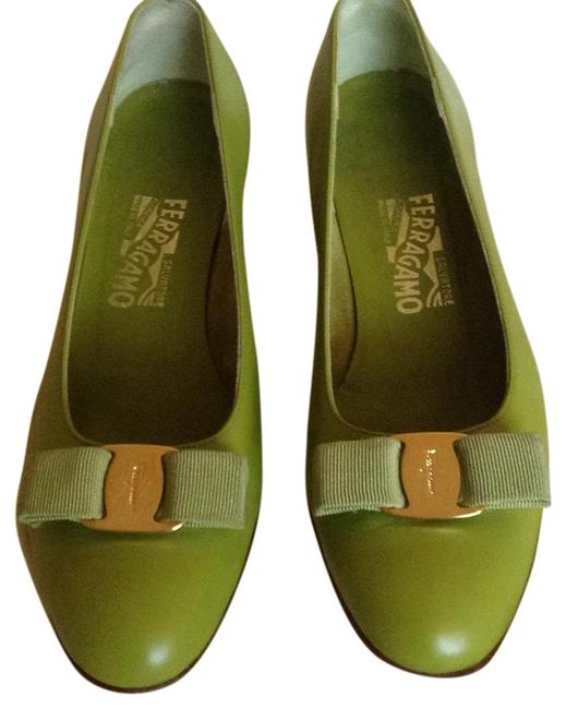 Item - Yellow Green Leather with Bow Pumps Size US 9 Regular (M, B)