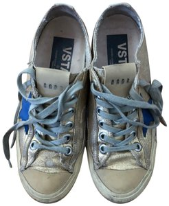 Golden Goose Deluxe Brand golden with blue star Athletic