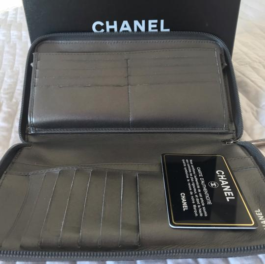 Chanel Zipped CHANEL leather wallet Image 6