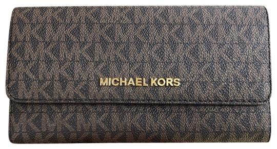 Preload https://img-static.tradesy.com/item/24097592/michael-kors-jet-set-travel-pvc-large-trifold-brown-mk-mulberry-wallet-0-1-540-540.jpg