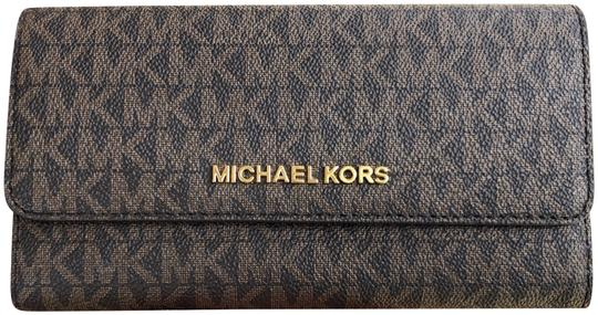 Preload https://img-static.tradesy.com/item/24097604/michael-kors-jet-set-travel-pvc-large-trifold-brown-mk-mulberry-wallet-0-1-540-540.jpg