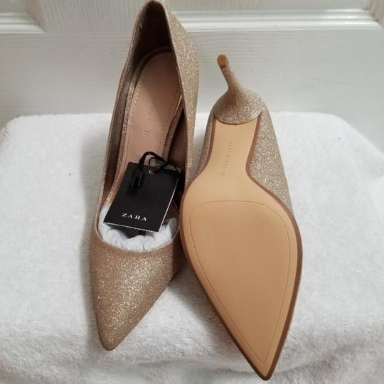 Preload https://img-static.tradesy.com/item/24097627/zara-gold-1225-pumps-size-us-75-regular-m-b-0-0-540-540.jpg