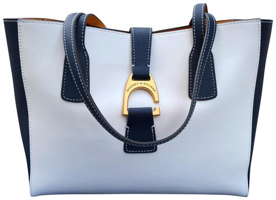 Preload https://img-static.tradesy.com/item/24097698/dooney-and-bourke-small-shannon-emerson-leather-tote-0-1-540-540.jpg
