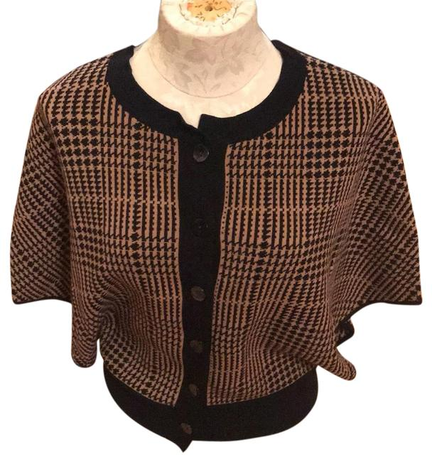 Preload https://img-static.tradesy.com/item/24097777/jones-new-york-blackcamel-tan-relaxed-blackcamel-shrug-sweater-button-down-top-size-6-s-0-1-650-650.jpg