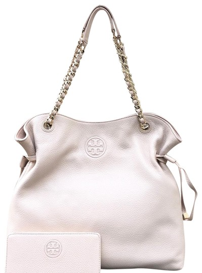Preload https://img-static.tradesy.com/item/24097865/tory-burch-bombe-2pcs-slouchy-chain-handbag-bundled-wwallet-light-oak-pebbled-leather-shoulder-bag-0-4-540-540.jpg