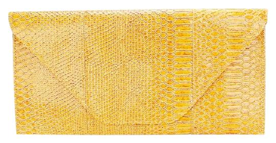 Preload https://img-static.tradesy.com/item/24097881/envelope-over-the-shoulder-yellow-snake-skin-print-clutch-0-1-540-540.jpg