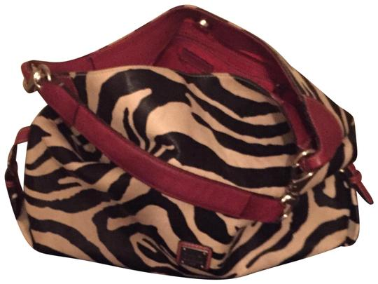 Preload https://img-static.tradesy.com/item/24097883/dooney-and-bourke-zebra-print-with-strap-black-cream-red-leather-shoulder-bag-0-1-540-540.jpg