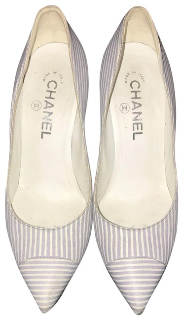 Item - White Blue Patterend Pumps Size EU 37.5 (Approx. US 7.5) Narrow (Aa, N)
