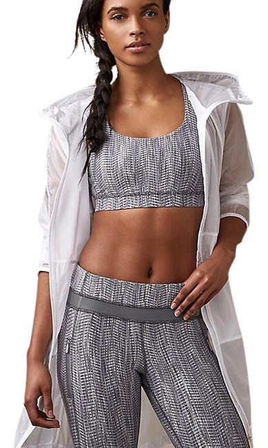 Preload https://img-static.tradesy.com/item/24098021/lululemon-white-loud-and-clear-activewear-outerwear-size-4-s-0-1-650-650.jpg