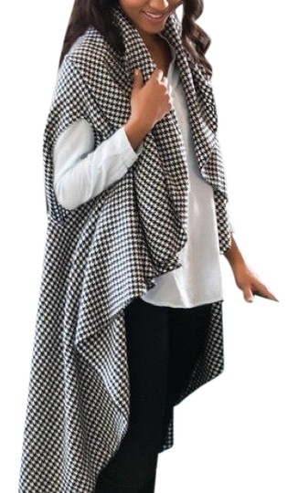 Preload https://img-static.tradesy.com/item/24098173/black-and-white-b-and-w-houndstooth-woven-on-the-scarfwrap-0-1-540-540.jpg