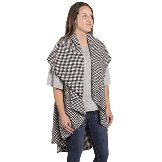 City Wrap To Go B&W Houndstooth Woven City Wrap on the Go Image 3