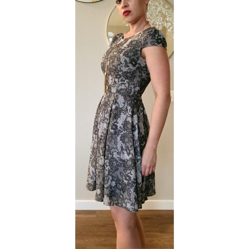 Betsey Johnson Gray White Floral Paisley Lace A Line Party Mid Length Night Out Dress Size 6 S