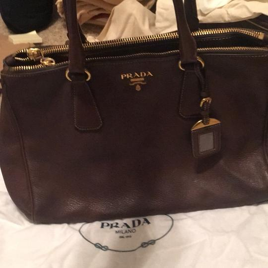 Prada Tote in brown Image 4