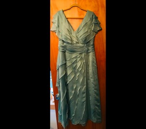 David's Bridal Sage Green Chiffon 4007-0340 Traditional Bridesmaid/Mob Dress Size 16 (XL, Plus 0x)