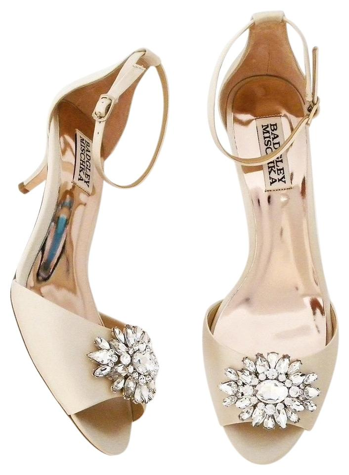 fb9d9615eb7 Badgley Mischka Ivory Sainte Formal Shoes Size US 6 Regular (M
