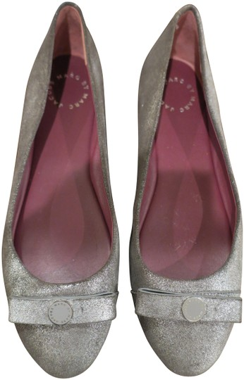 Preload https://img-static.tradesy.com/item/24100185/marc-by-marc-jacobs-silver-bow-flats-size-eu-39-approx-us-9-regular-m-b-0-1-540-540.jpg