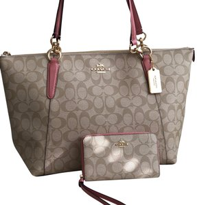 Coach Tote in Vintage Pink/Light Khaki