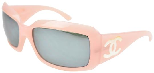 Preload https://img-static.tradesy.com/item/24104210/chanel-pink-and-mother-of-pearl-cc-logo-mirrored-and-polarized-up-sunglasses-0-3-540-540.jpg