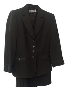 Tahari Skirt Suit