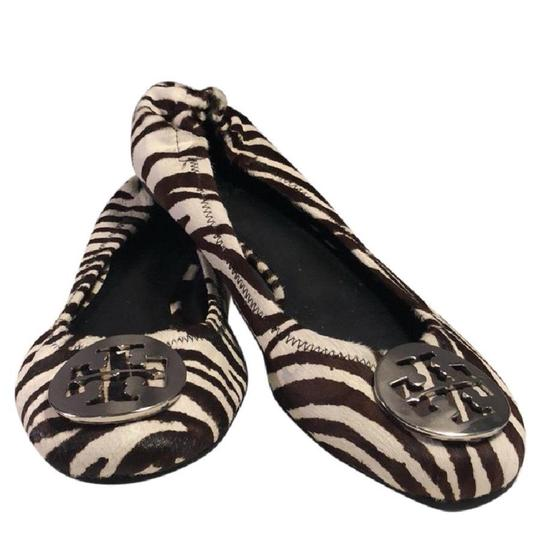 Preload https://img-static.tradesy.com/item/24106530/tory-burch-zebra-print-flats-size-us-75-regular-m-b-0-0-540-540.jpg