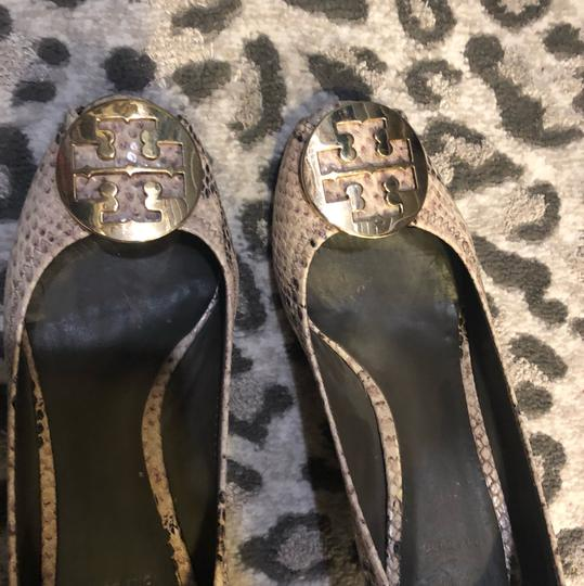 Tory Burch neutral, gold hardware Pumps