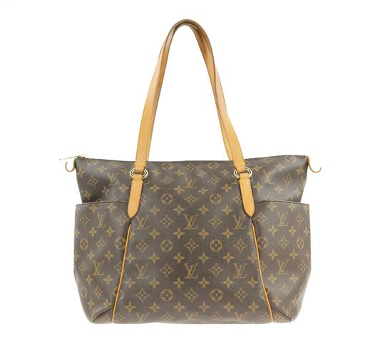 Preload https://img-static.tradesy.com/item/24106748/louis-vuitton-totally-mm-monogram-brown-coated-canvas-shoulder-bag-0-1-540-540.jpg