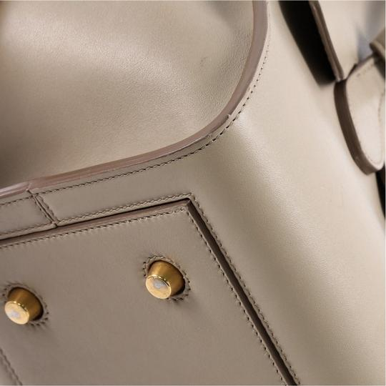 Céline Leather Tote in beige Image 6