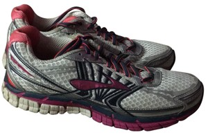 54662fbd5f4 Women s Pink Brooks Shoes - Up to 90% off at Tradesy