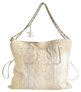 Chanel Tote in White/Gold