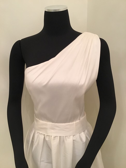 Item - Snow White Peau De Soie D531 Formal Bridesmaid/Mob Dress Size 10 (M)