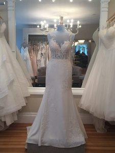 Essense of Australia Ivory Gown with Porcelain Tulle Illusion Lace and Crepe D2215 Formal Wedding Dress Size 8 (M)