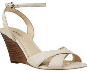 Nine West off white leather Wedges