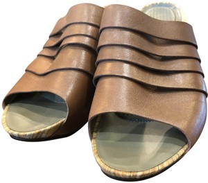 Tsubo Leather Brown Sandals