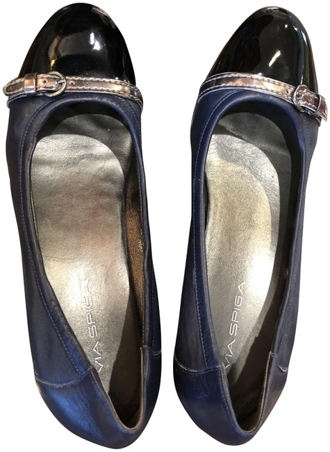 Via Spiga Navy with Silver Stripe and Buckle Black Patient Toe Flats Size US 10 Regular (M, B) Via Spiga Navy with Silver Stripe and Buckle Black Patient Toe Flats Size US 10 Regular (M, B) Image 1