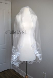 Ivory Short Single Tier Finger Length Lace - Beth S Bridal Veil