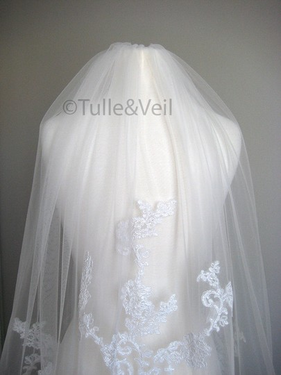 Ivory Short Single Tier Finger Length Lace - Beth S Bridal Veil Image 2