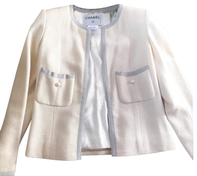 Preload https://img-static.tradesy.com/item/24125371/chanel-ivory-jacket-with-pearl-buttons-blazer-size-2-xs-0-2-650-650.jpg