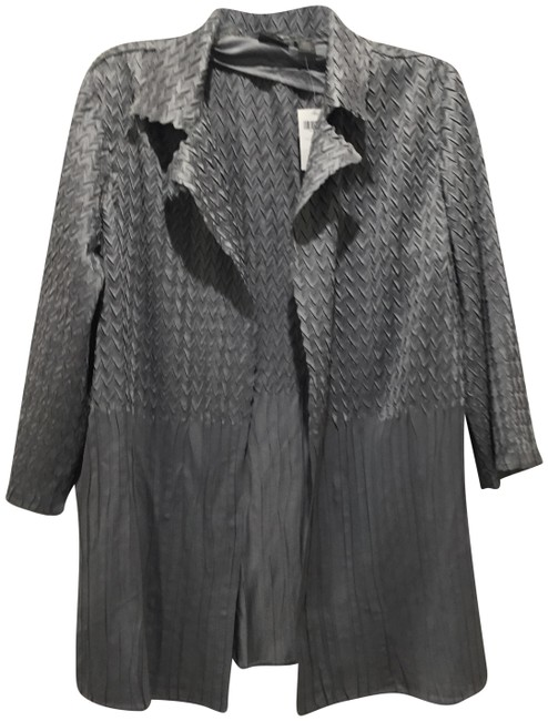Preload https://img-static.tradesy.com/item/24125971/gray-travel-collection-jacket-size-12-l-0-1-650-650.jpg