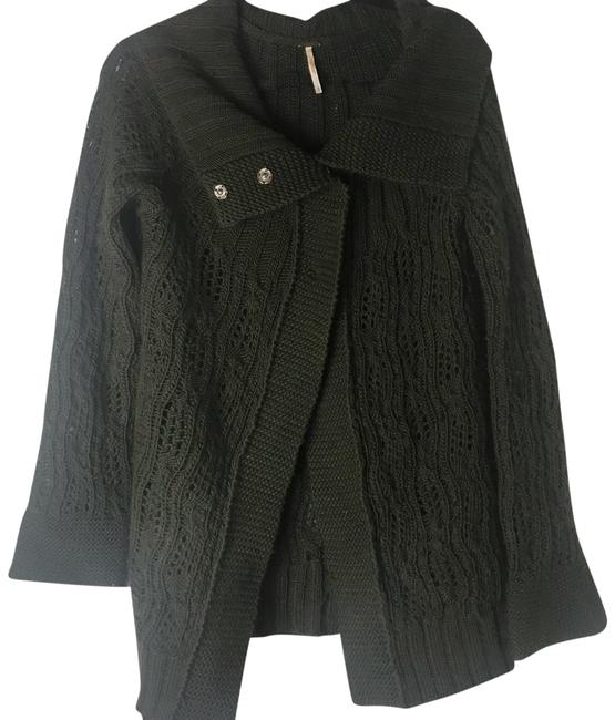Preload https://img-static.tradesy.com/item/24127340/free-people-wool-snap-button-cable-knit-cardigan-sweater-0-1-650-650.jpg