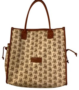 Dooney & Bourke Tote in Off white and Brown