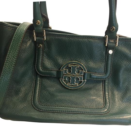 Preload https://img-static.tradesy.com/item/24133860/tory-burch-amanda-green-with-strap-satchel-0-1-540-540.jpg