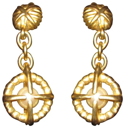 Preload https://img-static.tradesy.com/item/24135979/givenchy-brushed-gold-with-large-pearls-earringsdesigner-earrings-0-1-540-540.jpg