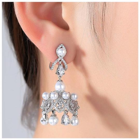 ME-Boutiques Private Label Collection Swarovski Crystals The Eli Chandelier Earrings S3