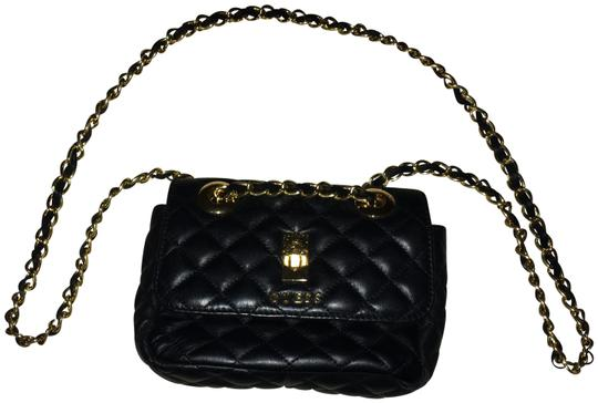 Preload https://img-static.tradesy.com/item/24136413/guess-black-with-gold-details-faux-leather-cross-body-bag-0-1-540-540.jpg