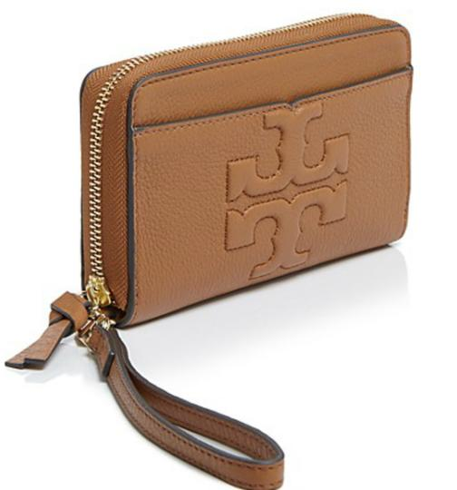 Preload https://img-static.tradesy.com/item/24136770/tory-burch-bark-bombe-leather-wristlet-in-brown-wallet-0-0-540-540.jpg