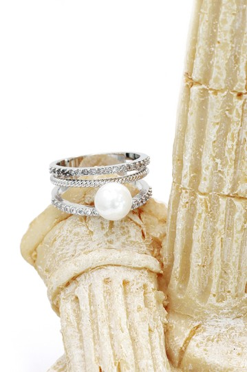 Ocean Fashion Fashion loop small crystal and peal silver ring Image 4